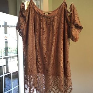 Lace Cold shoulder top Francesca's size small